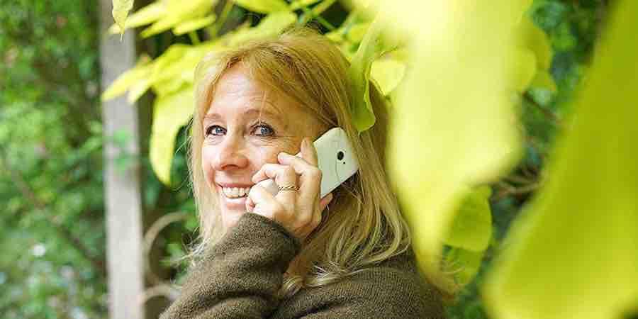 moviles sencillos de usar con whatsapp
